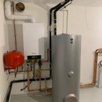 Инсталация с газов котел Viessmann Votdens W-200 с обемен бойлер. Системата захранва подово отопление над 350 кв.м.